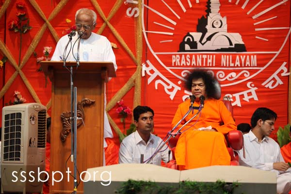 bhagawan_visits_the_sri_sathya_sai_university_040609