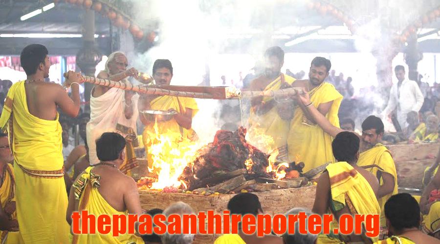 The prasanthi reporter maha purnahuthi offered at brindavan ati rudram maha purnahuthi offered at brindavan ati rudram fandeluxe Images