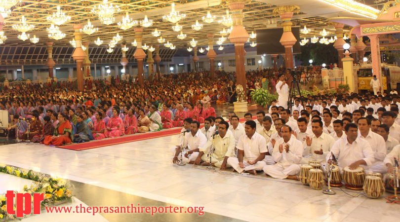Akhanda Bhajan For Universal Peace commences in Prasanthi…
