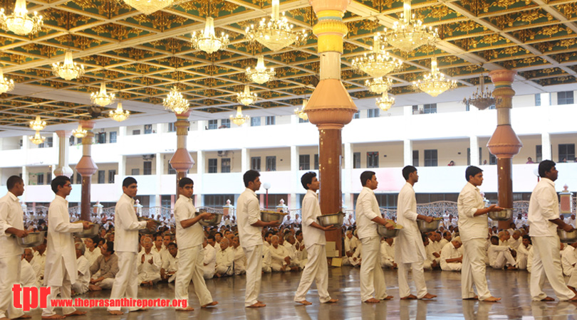 Akhanda Bhajan 2014 concludes in Prasanthi Nilayam…