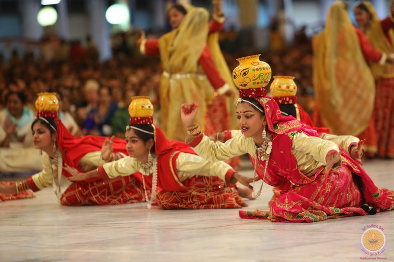 Cultural Prog by Hyderabad and National Convention of Sai Schools