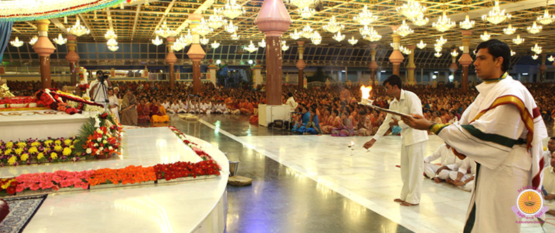 Glorious culmination to Akhanda Bhajan�