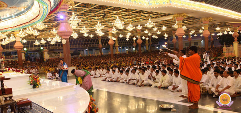 Akhanda Bhajan 2011 culminates with devotional fervour…