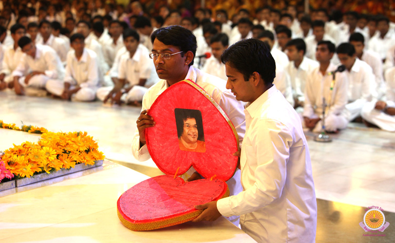 Прашанти Видван Маха Сабха (день первый)