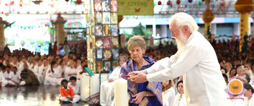 Devotional Fervour on the Christmas Eve in Prasanthi Nilayam�