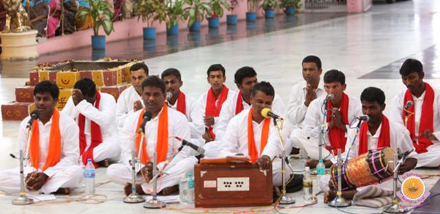 Выступление преданных из штата Андхара Прадеш