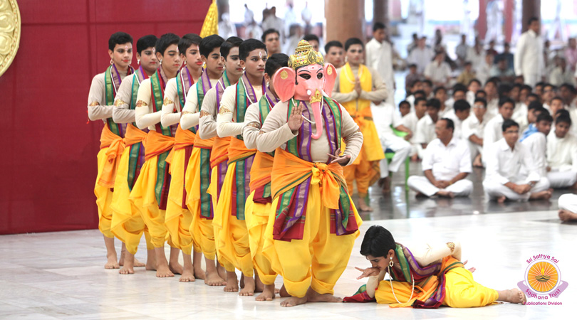 Naatya Bharati � Dance Offering by Kalaimamani Madhavapeddi Murthy & Prasanthi Dance Group