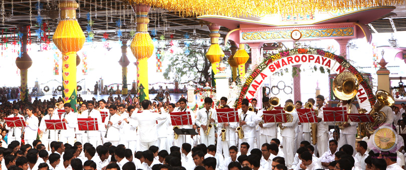 Scintillating Band Display On New Year Morning�