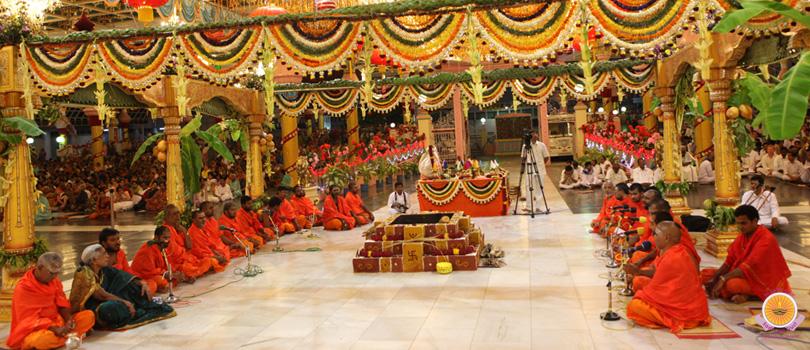 BHAGAWAN SRI SATHYA SAI BABA MAHA SAMADHI DARSHAN IN PRASANTHI