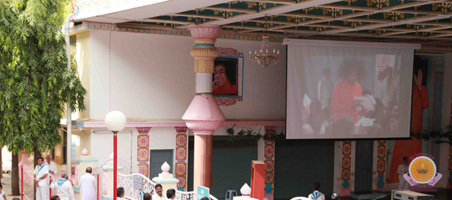Video Projection Systems dedicated to Bhagawan�